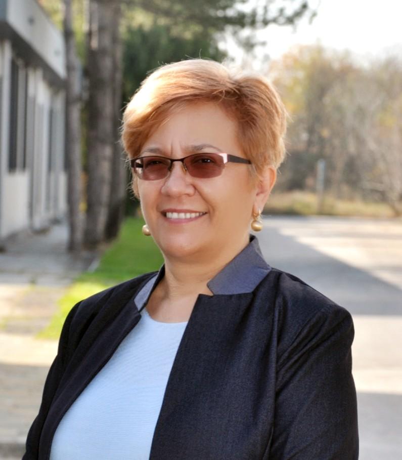 Костадинка Киттнер : Управител